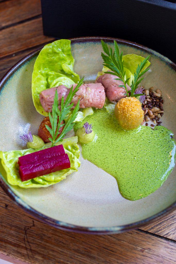 Kalb und Kopfsalat im Brikz